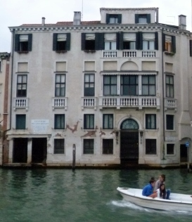 Pretty sure this is Wotton's palazzo on the Grand Canal for his second embassy. Close to the Ghetto